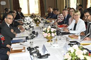 Ministrarna till bords under Margot Wallströms ledning vid det  internationella ministermötet om nedrustning och icke-spridningsfördraget (NPT) den 11 juni 2019. Foto: Claudio Bresciani / TT
