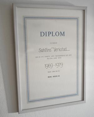 Det här är ett diplom från 1969 som visar hur länge det sålts Skidoo-skotrar i Linsell.