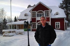 Björn Strandberg, Borgvattnet, bor i byns gamla lärarbostad som numera innehåller säteskontor för Assistanslotsen.