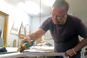 Ruben Einarsson är tredje generation som driver landets och Skandinaviens enda paraplyfabrik.