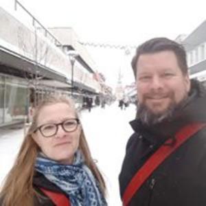 I början av februari har Handelsanställdas förbund en nationell uppsökerivecka . På bilden ses Susanne och Rikard, två av Handels uppsökare.  Foto: Privat
