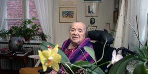 Hulda Källberg har orkidé som favoritblomma.  Med sina 109 år är hon Dalarnas äldsta person.