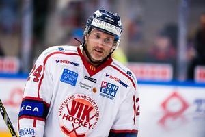 Conny Strömberg under förra säsongen med Västervik i hockeyallsvenskan. Nu vill han hjälpa ÖHF uppåt i tabellen. Bild: Jonas Ljungdahl/Bildbyrån