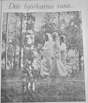 På bildens syns pingstbruden Margareta Friberg med uppvaktande tärnor Lena Jonsson och Pia Strand från Äng respektive Nässjö i samband med vigsel vid Sund 1971