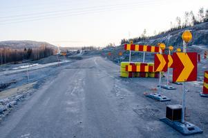 Innan det börjar komma hundra insändare om den jobbiga trafikomläggningen av E14/Bergsgatan via Tegelvägen, där det kommer att bli långa köer i två år framåt, så vill jag bara påminna om att det är för er och på grund av er bilister som ombyggnationen av E14 sker, skriver Snoozer.