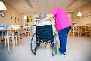 Arbetet med sex olika vikariat som undersköterska vid sidan av studierna gjorde att Susanne Tells kropp sade ifrån. En dag kunde hon inte kliva upp ur sängen och sedan tog det tio år innan hon var tillbaka.