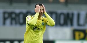 Pol Moreno deppar under mötet med AIK. En match som slutade med GIF-förlust och degradering från Allsvenskan. Bild: Stina Stjernkvist/TT.