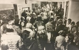 Fullsatt i Idrottshallen vid en basketmatch 1974.