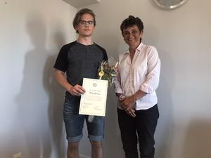Stipendiat Mattias Jonasson och Rotarys Eva-Lena Frick.