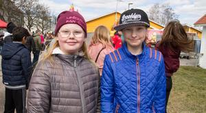 Alma Persson och Nikola Jucha gick och käkade chips och spelade fotboll.