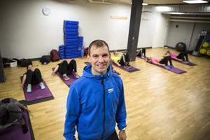 Kenneth Löfman är den som har tagit initiativet till träningen på gymmet för eleverna.