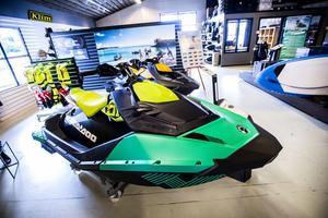 Från cirka 65 000 kronor upp till dryga 200 000 kronor finns det modeller att välja på. Värstingarna erbjuder upp mot 300 hästkrafter.
