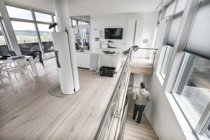 """I Tyskland bodde de på 130 kvadratmeter fördelat på fyra plan. I det nya huset kan de breda ut sig på 195 kvadrat fördelat på två våningar. """"Vi gillar den öppna planlösningen"""", säger Peter Tulner."""