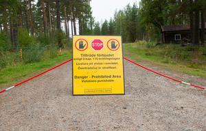 Fortfarande är det förbjudet för andra än markägarna att vistas i den brandskadade skogen.
