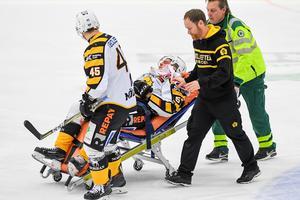 Emil Djuse bars ut efter smällen. Foto: Simon Eliasson (Bildbyrån).