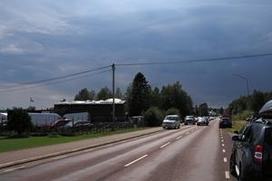 Molnen hängde tunga över Lillhärdal under fredags- och lördagseftermiddagen, men fram mot kvällens festligheter klarnade det upp.