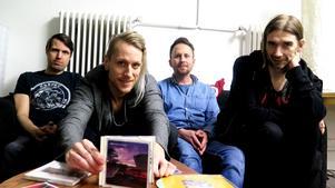 Anders Gustavsson, David Lehnberg, Gunnar Forsman och Joakim Eriksson i Leiah har precis haft sitt första rep sen 2003. Här med gruppens gemensamma favorit ur diskografin: sista plattan