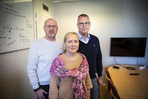 Kommunalrådet Mikael Westin (C), Eva Norum, ny tf kommunchef Ragunda,  och Peter Ladan, avgående kommunchef.