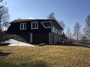 Byggt 1968, 3 695 kvm tomt, strandtomt med utsikt över vattnet, cirka 34 kvm norr om centrala Falun. Foto: Properate Värderingsinstitutet Norra