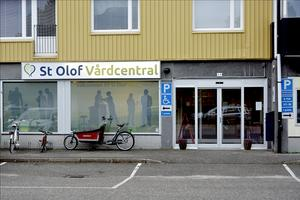 Privata St Olof vårdcentral har haft en kraftig expansion av antal listade patienter sedan starten i slutet av 2014. I september hade man 4 034 listade patienter och man har därmed passerat regiondrivna Nacksta hälsocentral so hade 3 608 patienter.