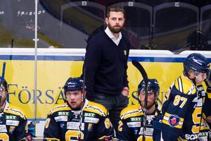 Ulf Lundberg har inte fått spelet eller resultaten att lyfta under sin andra säsong som SSK-tränare. Laget är i nästan exakt samma läge som för ett år sedan. Nu måste SSK svara på en fråga: