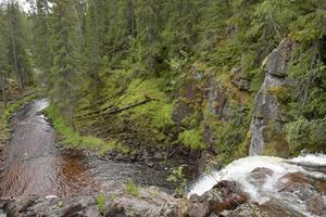Stops vattenfall, enkel vandring till fallets övre del.