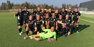 Hede-Vemdalens damer jublade efter 4-1 borta mot IFK Östersund. Foto: Lisa Sjelin.