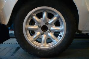 Fälgar från Minilite, precis som det ska vara på en klassisk rallybil.