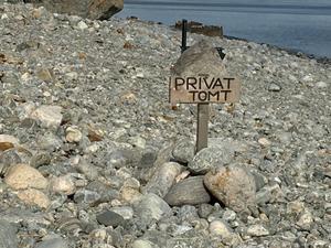 Var är det OK att sätta upp skyltar på sin strand? Det är några av frågor som Nynäshamn kommun nu ska granska.