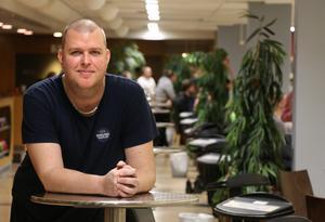 Andreas Gardell, Lasses son, spelar i elitserielaget BK Glam och arbetar i bowlinghallen.