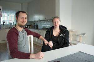 Max och Josephine flyttade till Spångbro för att bilda familj där.  De  flesta som har köpt ett hus i det nya villakvarteret är unga barnfamiljer.