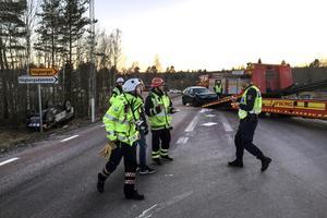 Fem ambulanser och en ambulanshelikopter larmades till olycksplatsen i Mockfjärd under fredagen.