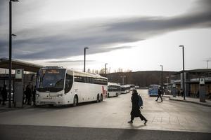 Busstrafiken reduceras när tåget blir det ordinarie resesättet.