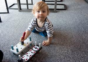Ebbe är numer en pigg och glad 14-månader gammal pojke.