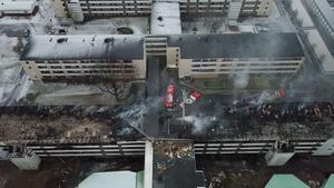 Det var taken på de båda byggnaderna på Timmervägen i Ryd som blev mest förstörda i samband med onsdagens och torsdagens brand. Under släckningsarbetet jobbade Räddningstjänstens personal mycket med att begränsa skadorna och lyckades väl med uppgiften.