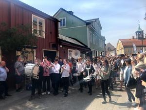 Att Kulturskolans dag hölls just den 18 maj beror på att det  är den internationella blåsmusikdagen.