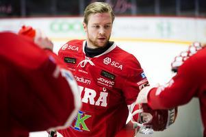 39 matcher i grundserien blev det och tre mål och ett assist. I kvalet spelade Sebastian Ohlsson samtliga matcher, med en målgivande passning som facit.
