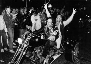 President Moltas gjorde entré på motorcykel 1987.