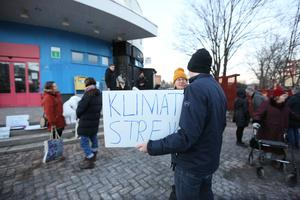 Varje fredag under vintern och våren lyfte tusentals människor sina plakat.