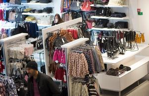 Måste du alltid köpa de dyraste produkterna?Bild: Fredrik Sandberg/TT