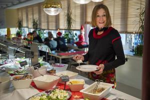 Yvonne Sellstedt och hennes arbetskamrater på miljökontoret är nöjda över resultatet på kontrollerna som gör på mat.