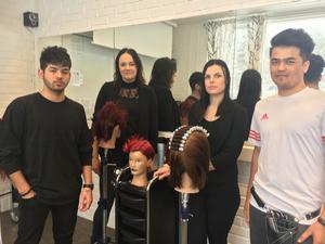 Ashkan Ismaili, Alexandra Lindholm, Sarah Fahlcrantz och Elias Atik på Carl Wahrens gymnasium i Hallstavik laddar nu för skol-SM.