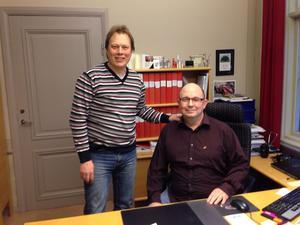 Mats Nilsson (th) tar över som nytt kommunalråd efter Abbe Ronsten (tv) i Säter