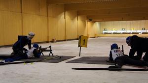 Ungdomarna från Västmanland tränar och instrueras.