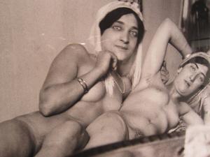 Anders Zorn besökte en bordell i Egypten 1905 och tog foton som nu visas på Abecita Konstmuseum i Borås.