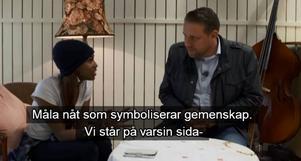 18-åriga Segal bjuder hem Sverigedemokraternas gruppledare i riksdagen, Mattias Karlsson, hem till sig i Angered.