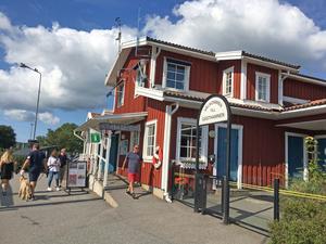 Turistbyrån är en av de platser i Nynäshamn där man kan köpa SL-biljetter över disk.