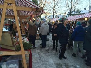 Många tog chansen att besöka Säters julmarknad under söndagen