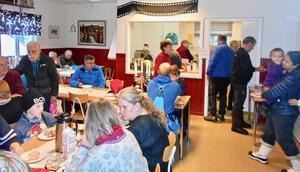 Grötlunch och fika finns alltid på  GT-gården när det är grantändning i Tännäs. Foto: PA Tapper