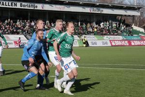 Mattias Liljestrand och Anton Lundin i aktion under lördagens segermatch mot Halmstads BK.